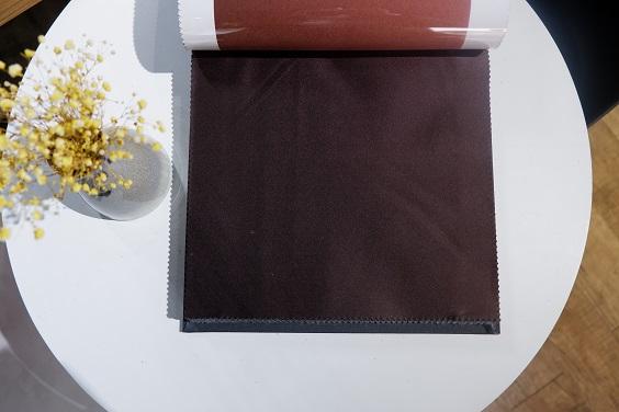Rèm lụa RTM-26 được làm từ loại lụa cao cấp, mềm mịn