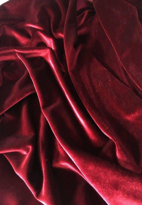 Chất liệu vải của rèm nhung mềm mại, dày dặn