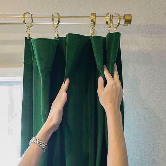 Chất liệu vải của rèm nhung mềm mại, dễ vệ sinh