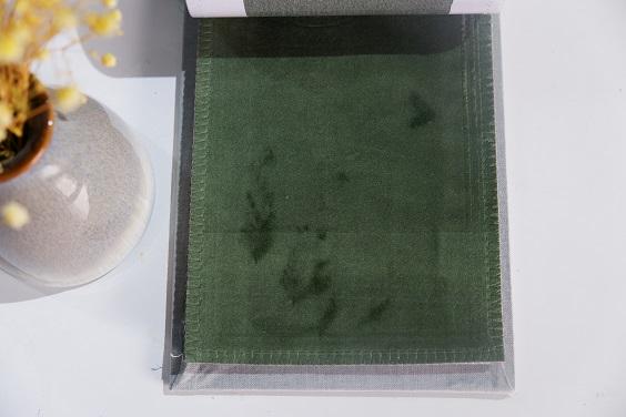 Kết cấu vải của rèm nhung mềm mại mang đến sự sang trọng, tinh tế
