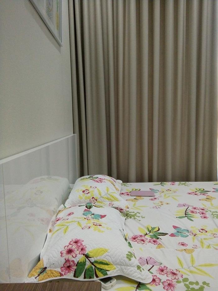 Rèm treo vải thô một màu mang vẻ đẹp mộc mạc, nhẹ nhàng