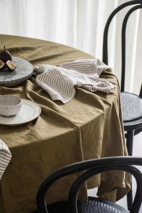 Mẫu khăn trải bàn vải line