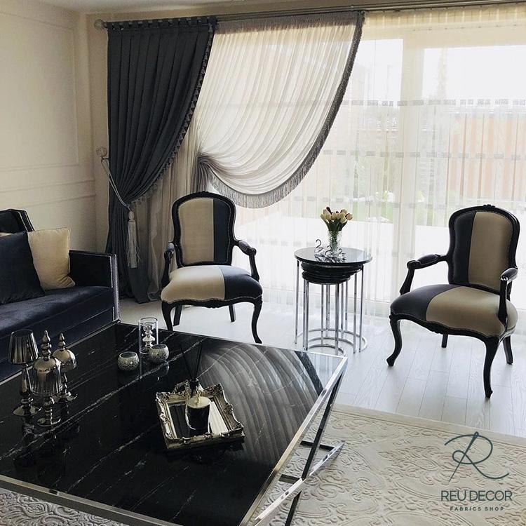 Mẫu rèm cổ điển này giúp phòng khách càng trở nên sang trọng và quý tộc