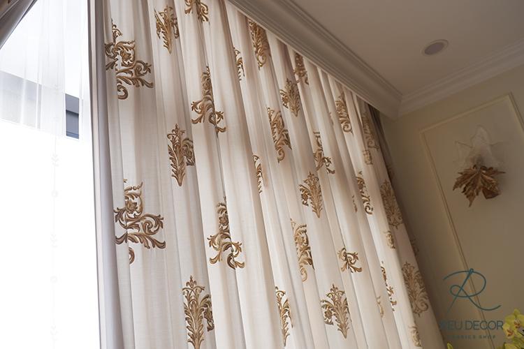 Rèm vải giúp cản 70% ánh nắng chiếu đến căn phòng