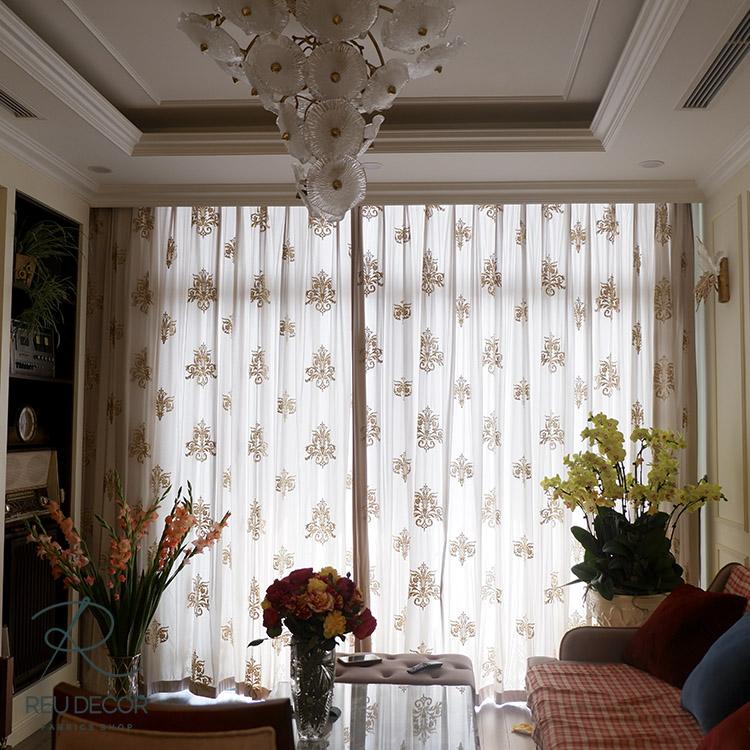 Rèm giúp điều chỉnh ánh sáng cho căn phòng, tạo cảm giác thêm phần rộng rãi cho không gian chung cư có phần hạn chế