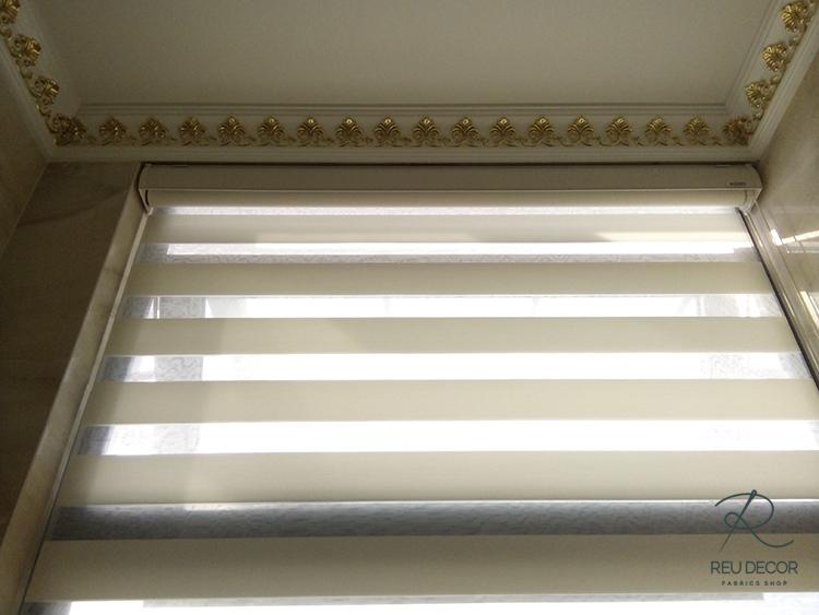 Sử dụng rèm cầu vồng để tăng ánh sáng tự nhiên cho căn phòng mà không quá chói mắt